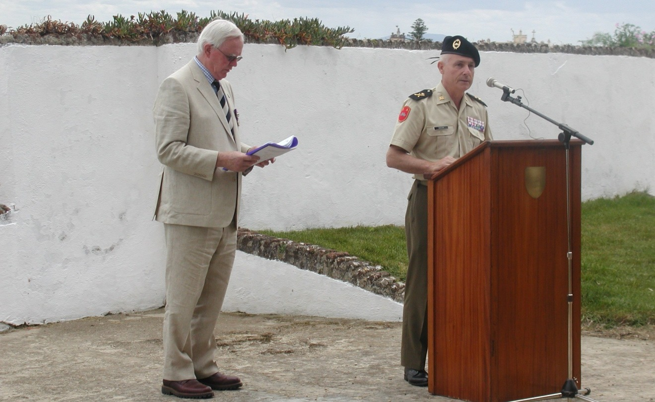 Maj. Nick Hallidie and General Casimiro José San Juan Martinez